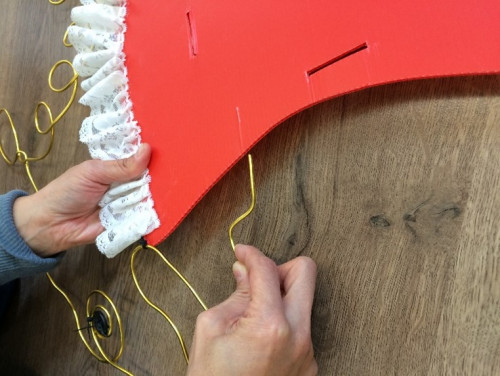 Step 3: Fix the wire puppet onto the PP plate sheets by piercing the wire into the side of the PP plate sheets.